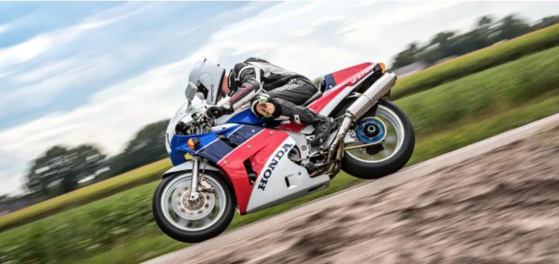 Verwenden Sie das Motorrad erheblich
